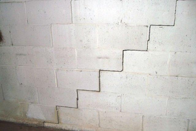 sistemazione crepe nei muri