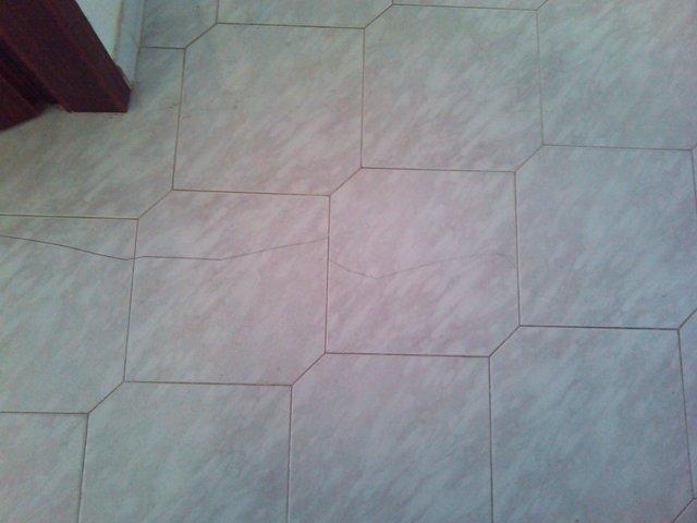 formazione delle crepe nei pavimenti