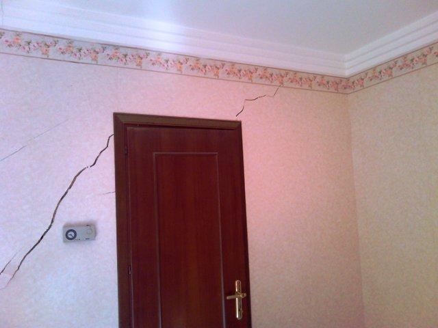 formazione delle crepe nei muri interni
